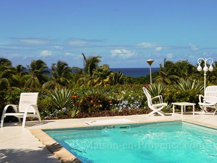 Villa piscine priv e vue mer 300 m pied d 39 une plage for Piscine vitry le francois